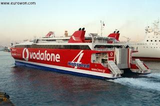 Ferri de alta velocidad entre Atenas y Santorini