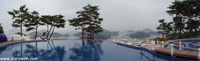 Piscina de condominio de la costa surcoreana