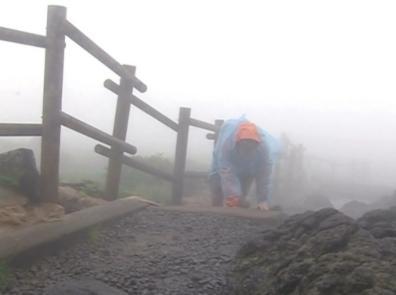 Kim Sam-soon subiendo a la montaña Hallasan de Jeju