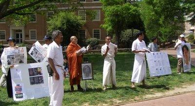>Burmese in N.Corolina collecting Signature to free Prisoners