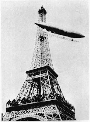 Santos Dumont rodeando la Torre Eiffel en proceso de ganar el premio