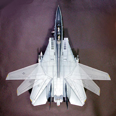 Maqueta del F-14 mostrando las distintas posiciones de las alas