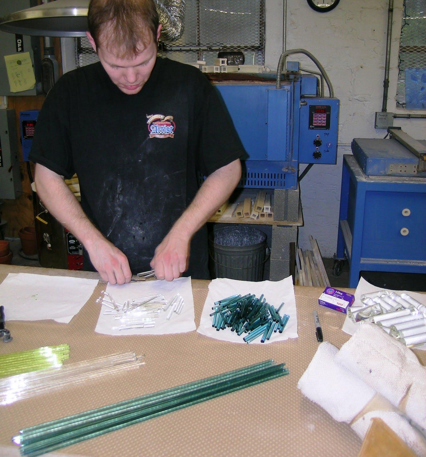 http://1.bp.blogspot.com/_QcgygS7hLn0/TK5I0su-SII/AAAAAAAACGc/8KwF-zdaVGQ/s1600/robert_kincheloe.casting.borosilicate.glass.JPG