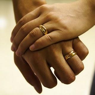 tanda cinta istri pada suami