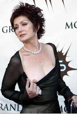 Sharon osbourne shows breast at award show