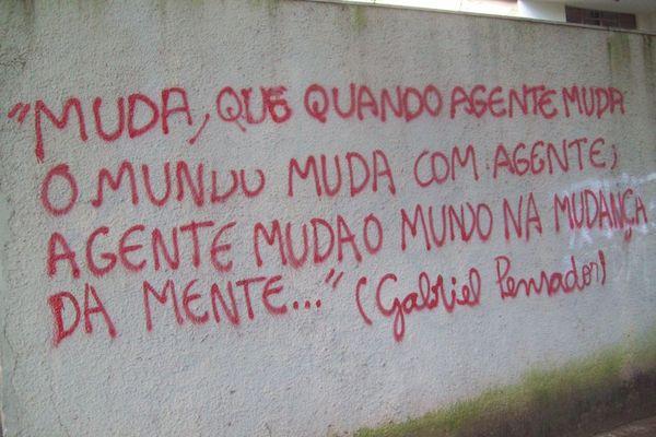 Frase Do Gabriel O Pensador Em Muro Lello Pensador