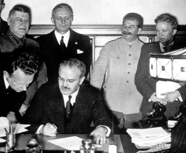 1, 1939. [Joachim+von+Ribbentrop+(third+from+right),+watches