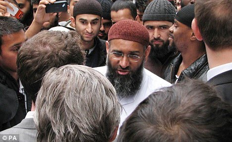 [Anjem+Choudary+is+planning+to+hold+a+march+through+the+streets+of+Wootton+Bassett.jpg]