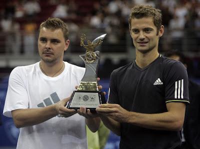 http://1.bp.blogspot.com/_Qg6J04XZhR4/SskVhap0eNI/AAAAAAAAKB4/jxn6_RenP0U/s400/5d28435f8eacf55a947db19cebae1c48-getty-tennis-atp-mas.jpg