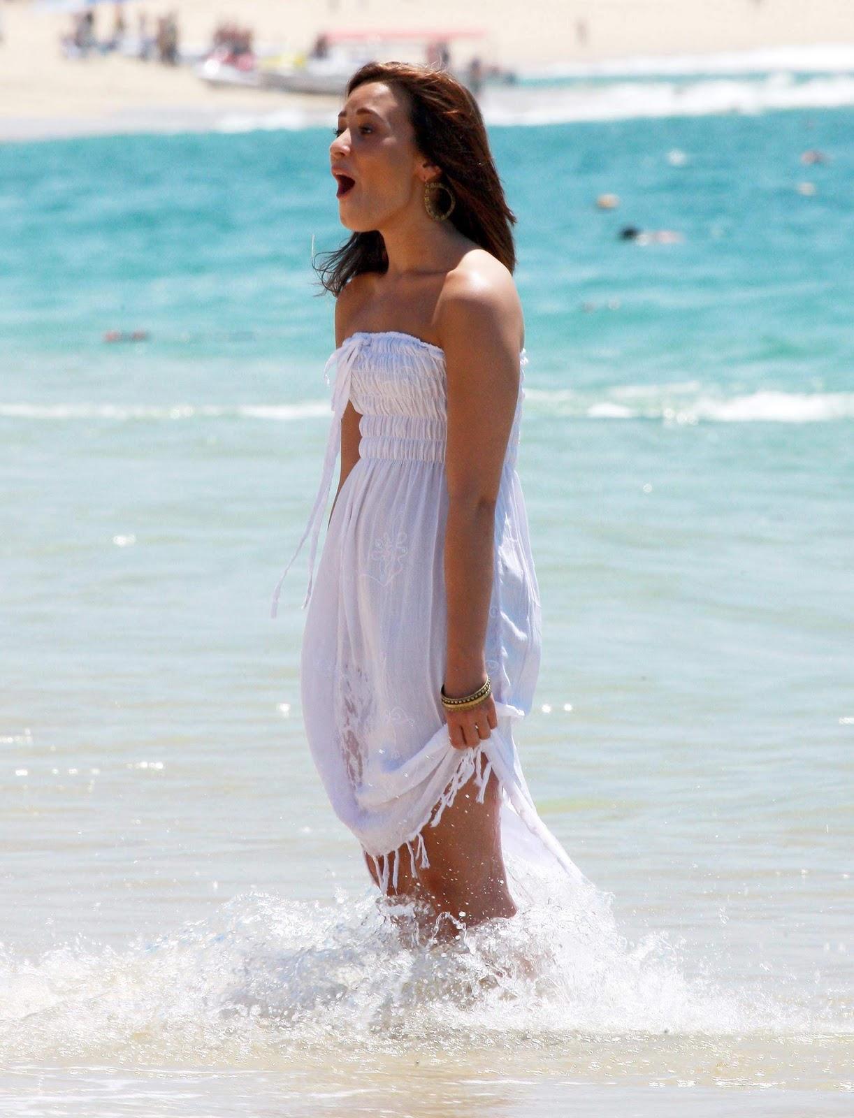 http://1.bp.blogspot.com/_QgWb6Pm-Haw/TTNFJDUAkAI/AAAAAAAAAC8/FE_DCxyhahw/s1600/08029_CFF_Demi_Lovato_on_the_beach_in_Cabo_San_Lucas_20_122_395lo.jpg