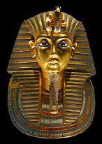 La muerte tocará con sus veloces alas al que moleste al faraón muerto.