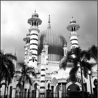 Most beautiful and tall Masjids and Islamic places from all around the world