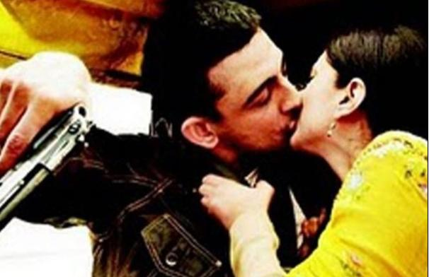 Arunoday Singh and Aditi Rao kissing scene from 'Yeh Saali Zindagi'