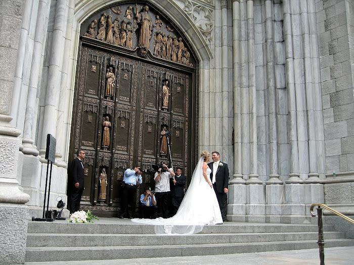 y la puerta... y los novios