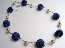Collar Pompones seda azul