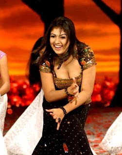 Hot showing Nayanthara