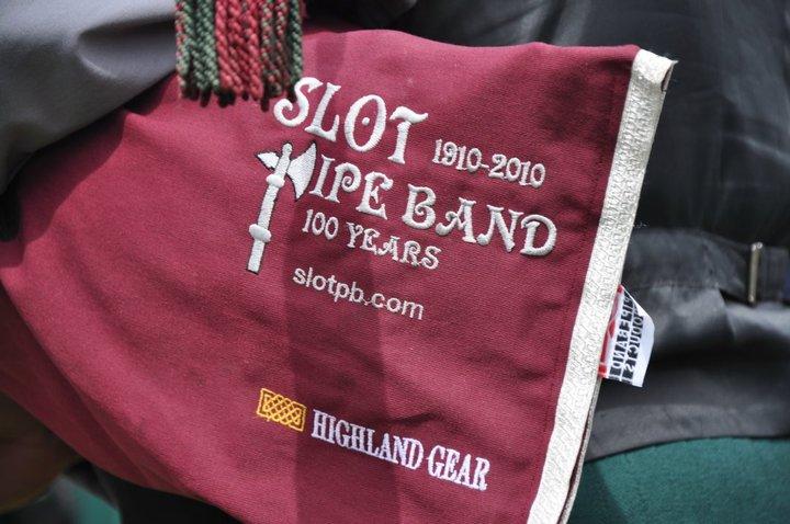 Slot pipe band