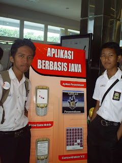 Stan SMKN 1 Surabaya saat Rembug Pendidikan di DBL  Arena