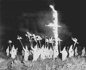 Les USA mettent le feu à la marrée noire KKK