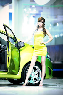 Hwang Mi Hee 2009 Seoul Moto Show | Green Dress