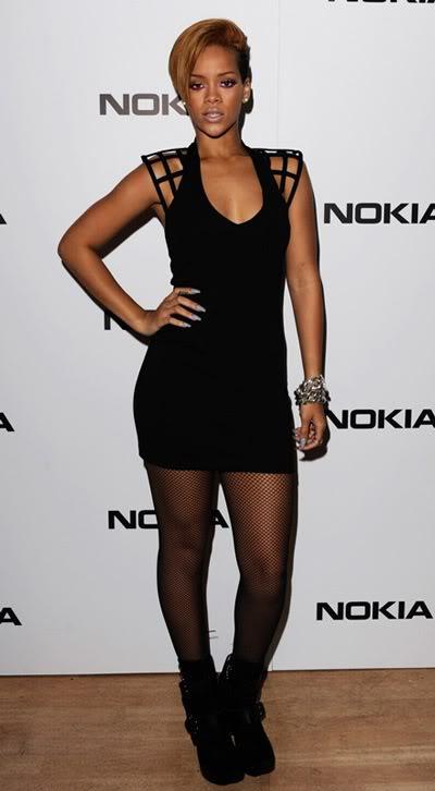 Modni žiri - Page 2 Rihanna+rated+r+look+cage+dress+funktional+mariel+haenn+how+to+get+the+look