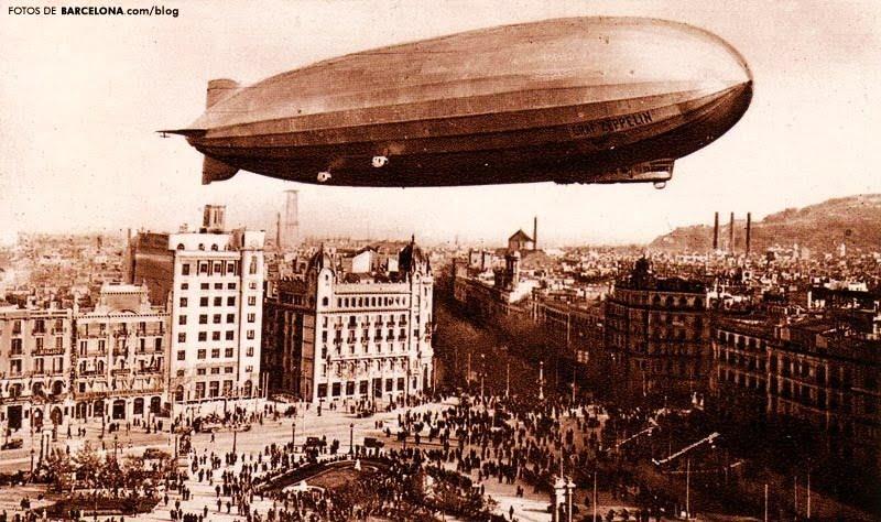 zeppelin sobrevolant Barcelona
