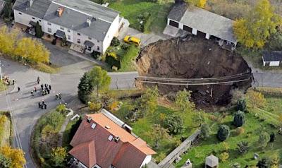 德國 地獄洞 - 崩裂的 德國 地獄洞