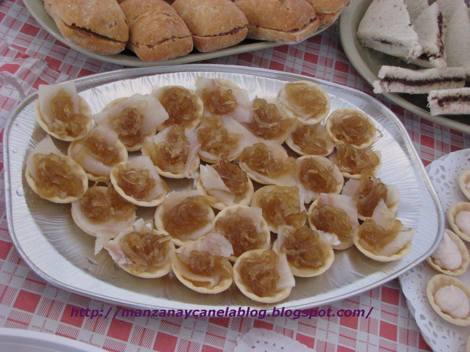 Manzana y canela canapes de mousse de salm n y bacalao for Canape de pate con cebolla caramelizada