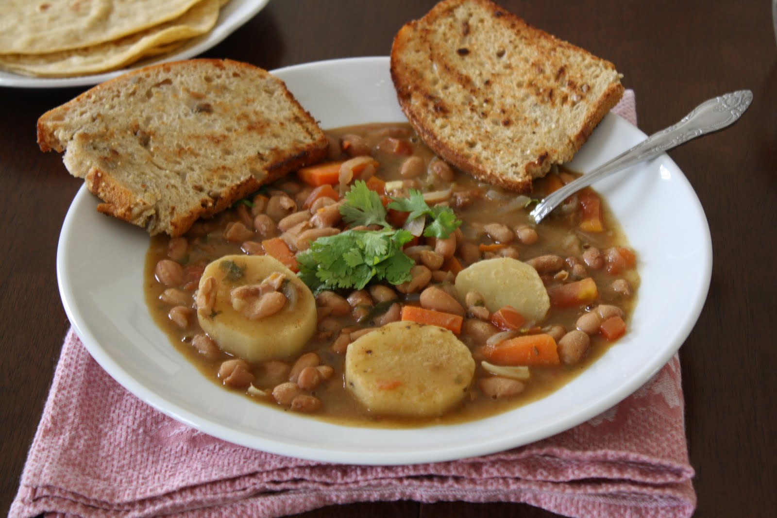 Versatile Vegetarian Kitchen: Cranberry Bean Soup/Curry?