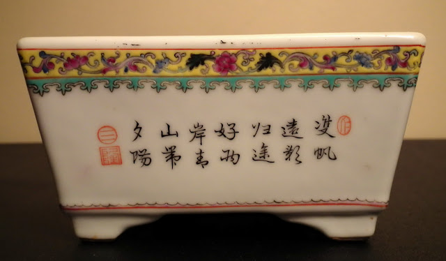 Poem written on one side of Qianlong bulb pot