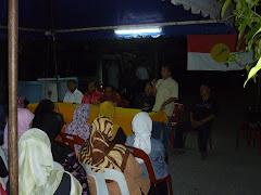 Ketua UMNO Cawangan Bandar Puncak Alam, En.Mohd. Asri sedang memberikan ucapan