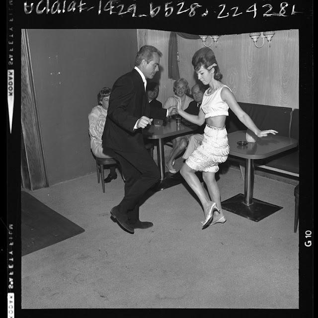 [gogo+dancing+may+22,+1964.jpg]