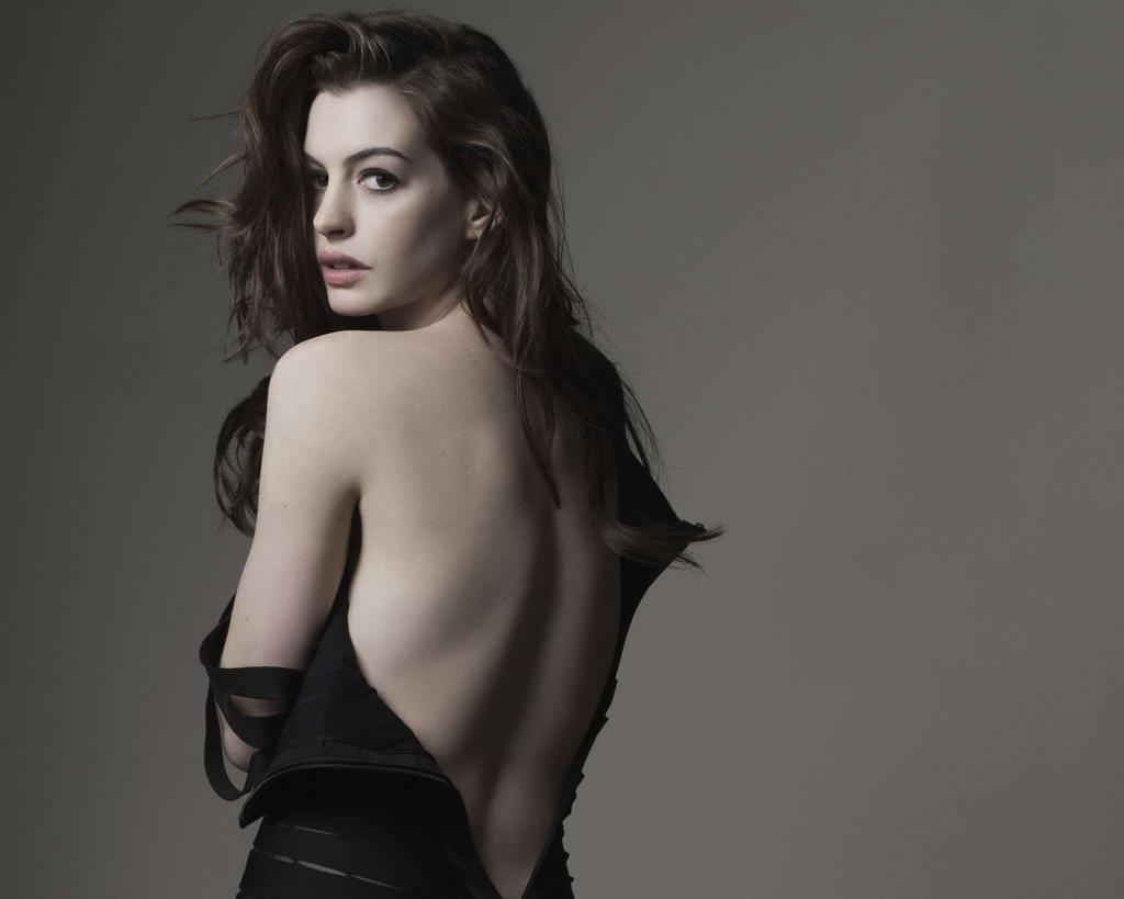 http://1.bp.blogspot.com/_R47nbdMP6Ys/TVGamyf2FmI/AAAAAAAAAZ4/9GIQ4A9V2l4/s1600/Anne+Hathaway+hot+fashion+photo+shoot+for+GQ+2010+%25286%2529.jpg