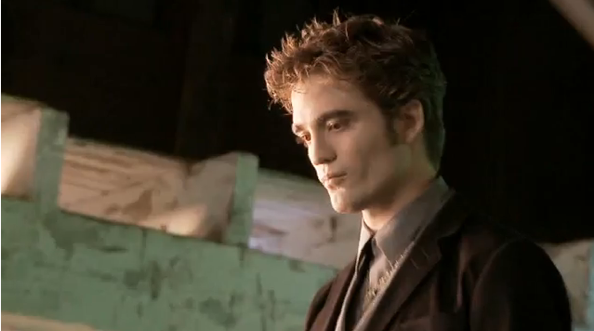 Robert Pattinson Edward with red eyes and Volturi crest