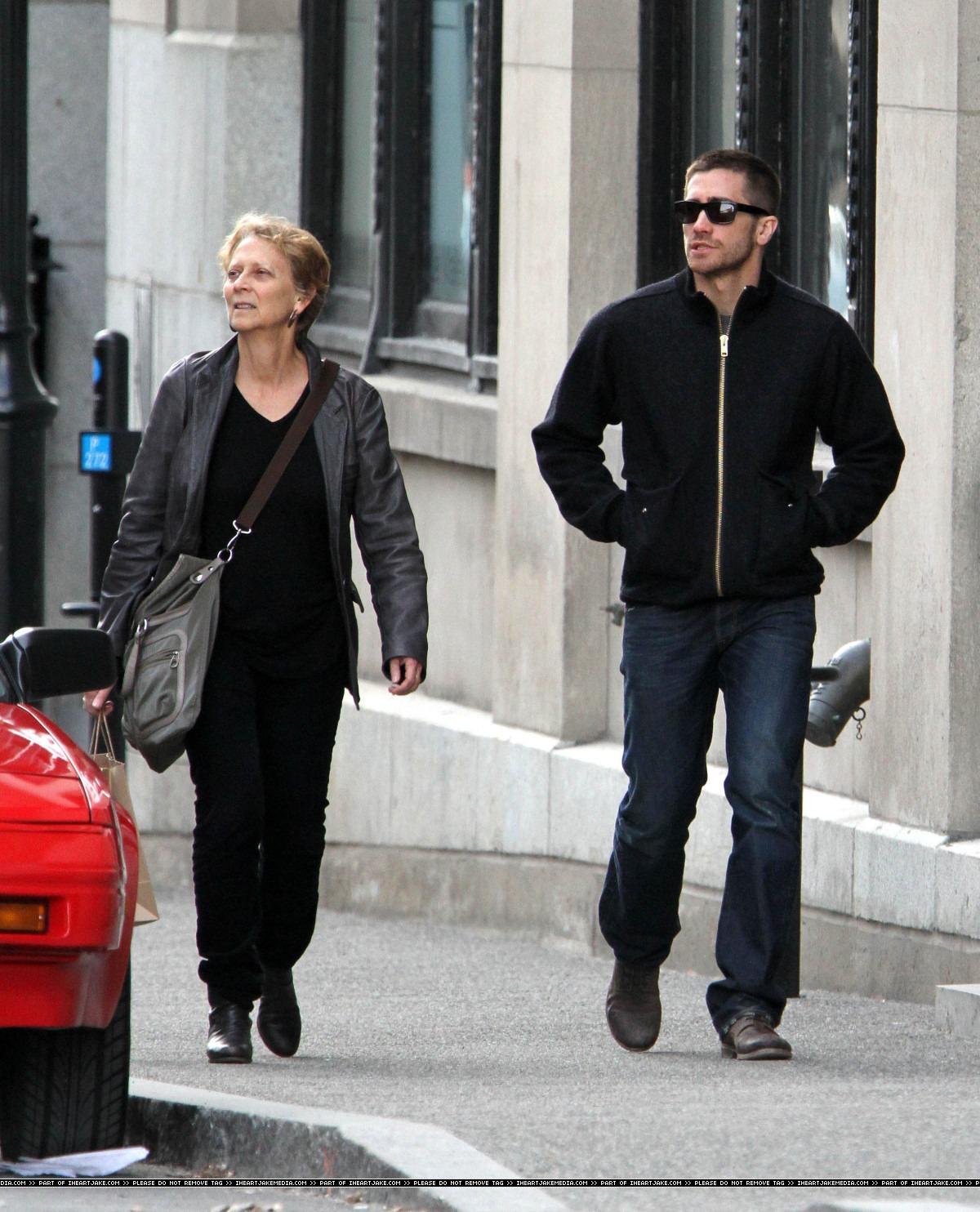 Kirsten Dunst And Jake Gyllenhaal Eating WEIRDLAND: Jake ...