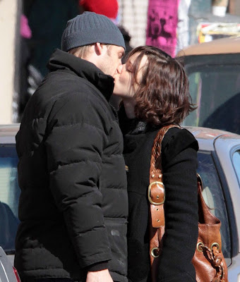 rachel-mcadams-josh-lucas-kissing-up-05.jpg