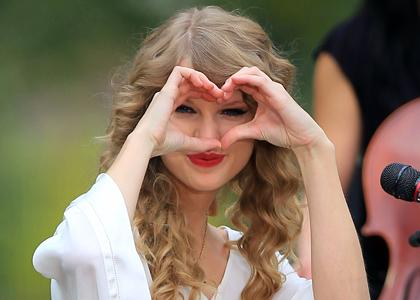 taylor-swift-and-selena-gomez-heart.jpg taylor-swift-heart.jpg