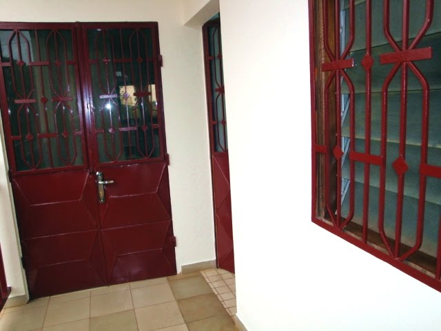 Appartement f4 meubl emombo for Appartement meuble a yaounde