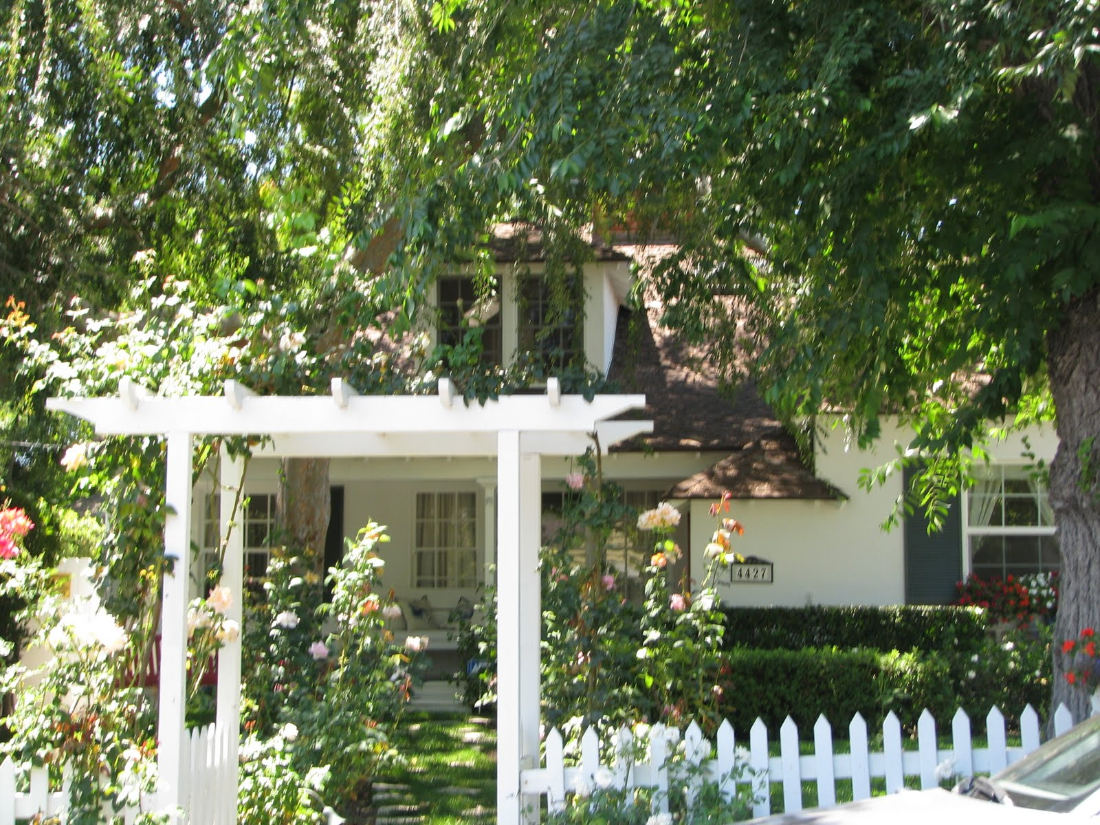 movie locations and more bewitched 2005 dreadful movie starring current box office poison nicole kidman but her house was cute