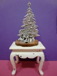 Belén en miniatura sobre mesa
