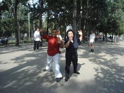 Entrenando Tai chi con la maestra Wan