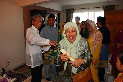 "HANDING OVER AKIB""S GENEALOGY PREPARED BY HJ SHAMSUDDIN HJ AKIB"