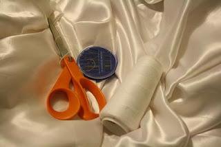 http://1.bp.blogspot.com/_R7l7QN6ZwEM/TGqDMQO3nMI/AAAAAAAAAx4/4hGrPHtzr2Q/s320/diy+dress.jpg