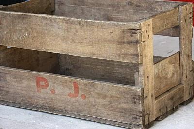un nouveau regard casier porte bouteille en bois. Black Bedroom Furniture Sets. Home Design Ideas