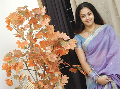 hot-sexy-heroine-jyothika-tamil-telugu-actress-kollywood-tollywood-celebrity-surya-wife-jo-jothika-jyotika