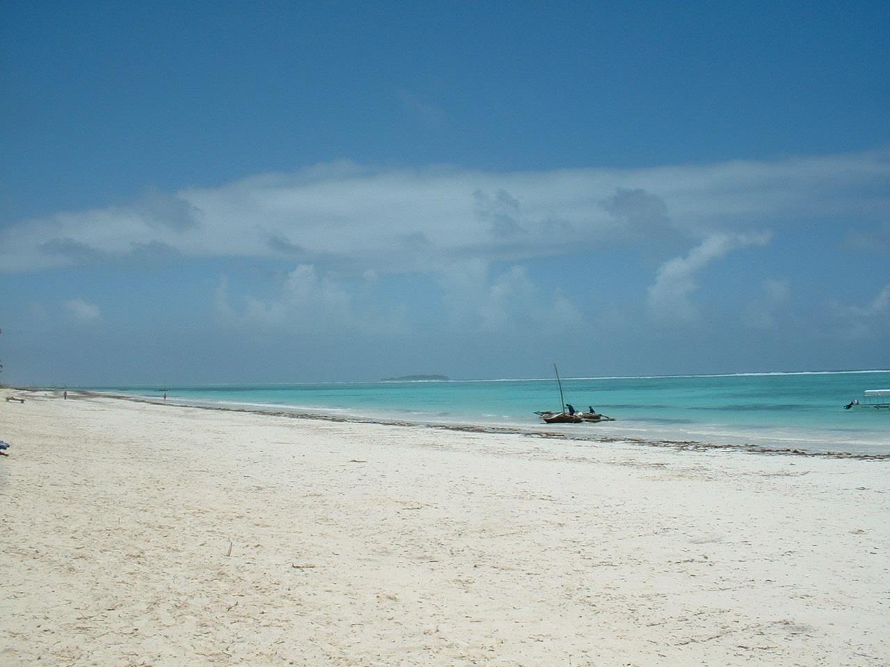 http://1.bp.blogspot.com/_R8c3bIPv5TE/TIExoonLaYI/AAAAAAAAAy4/SW19RSYprMQ/s1600/ZanzibarBeach.jpg