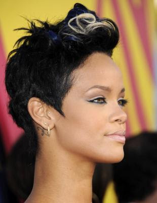 pics of rihanna short hairstyles. rihanna short haircuts 2011.