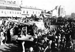 PRAVDA [Diario Oficial del Partido Comunista Soviético] EL_EJERCITO_ROJO_EN_BUCAREST