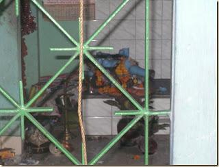 बांग्लादेश में उपद्रवियों ने काली मंदिर तोड़ा