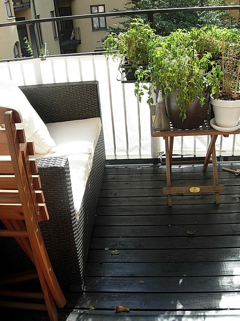 Inredning trall till balkong : Inred Hemma: Svartlaserad trätrall
